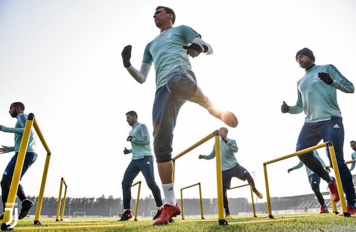 画像:キエーボ戦に向けて調整する選手たち