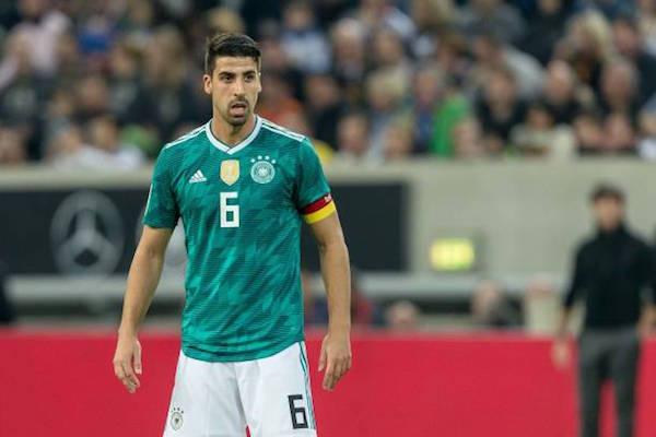 画像:ドイツ代表でキャプテンとしてプレーするケディラ
