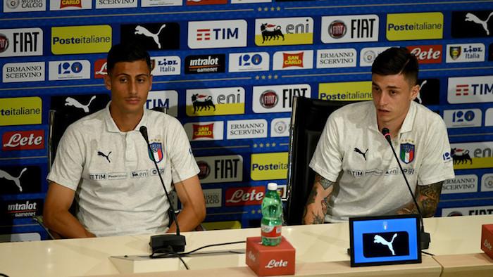 画像:記者会見に出席したマンドラゴラ(写真:左)とバゼッリ