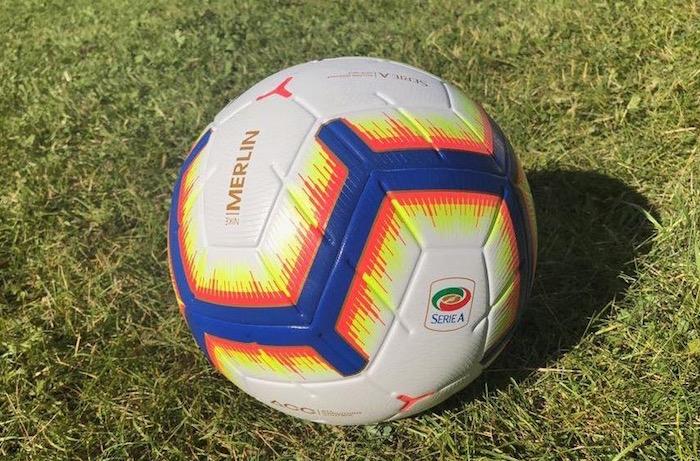 画像:Nike MERLIN (2018/19 Serie A)