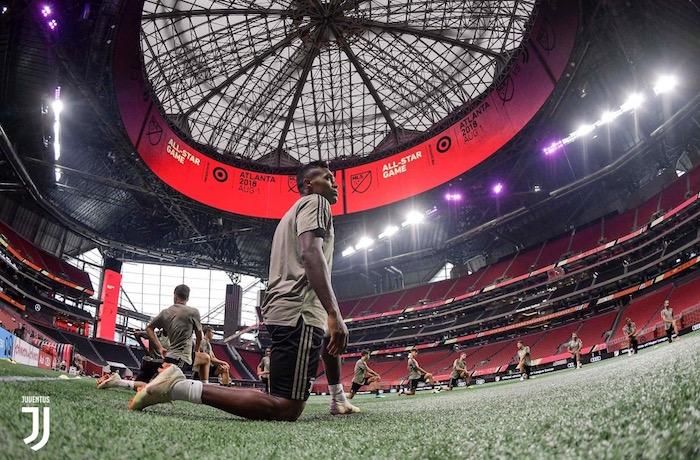 画像:メルセデスベンツ・スタジアムで調整する選手たち