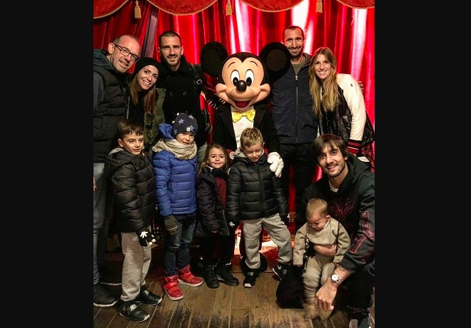 画像:ディズニーランド・パリで家族サービスを行ったキエッリーニたち