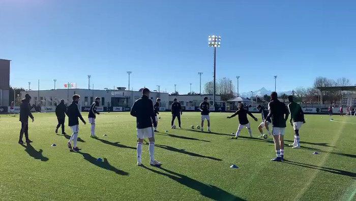 画像:ビノーボで試合前の調整をする選手たち