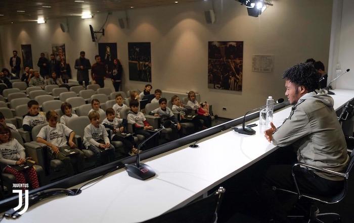画像:インタビューに応じるクアドラード