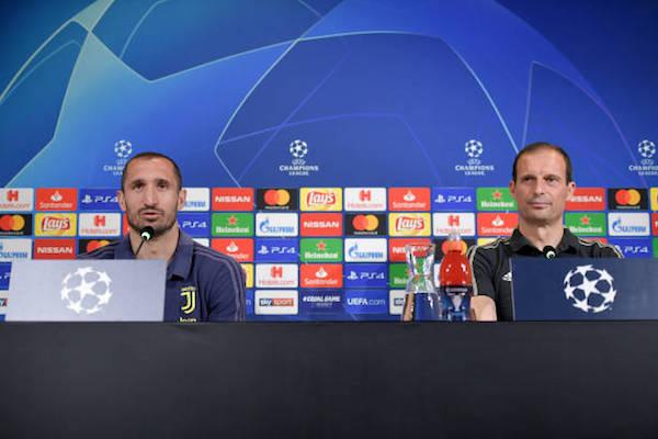 画像:アトレティコ戦の前日会見に出席したアッレグリ監督とキエッリーニ