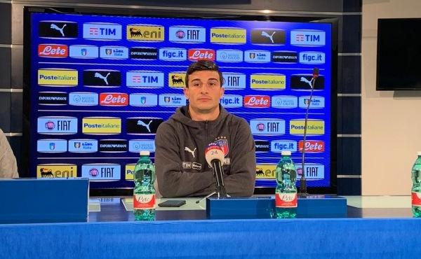 画像:メディアからの取材に応じたオルソリーニ