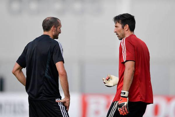 画像:契約延長の打診が報じられたキエッリーニとブッフォン