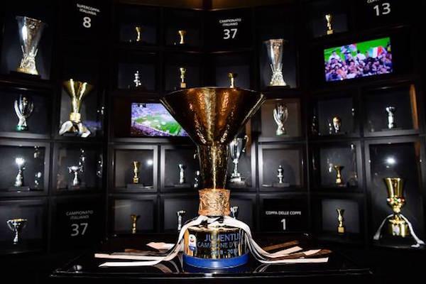 画像:Serie A trophy
