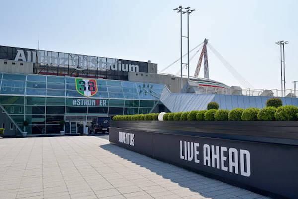 画像:38回目のスクデット獲得を祝うデザインに模様替えしたアリアンツ・スタジアム