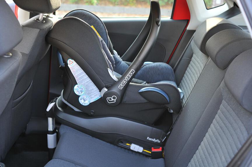 子供を車に乗せるときはチャイルドシートが必要です。昨今は選択肢が多く、安全基準や設置方法をよくチェックしているので迷ってしまいます。そこで、軽自動車に搭載するチャイルドシートを選ぶ際のポイントと、おすすめのチャイルドシートをご紹介します。