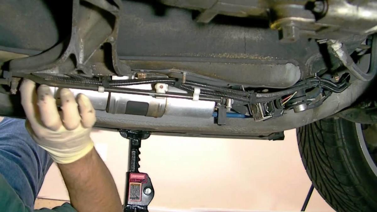 BMW燃料フィルター BMWの汚れた燃料フィルターを交換する適切な時期