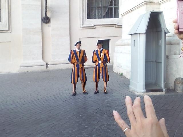 バチカンの衛兵の服パネェっす