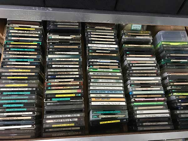 引き出しの上から見たMDディスク