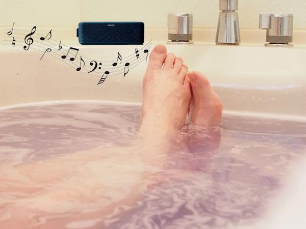 お風呂で音楽を聴いている