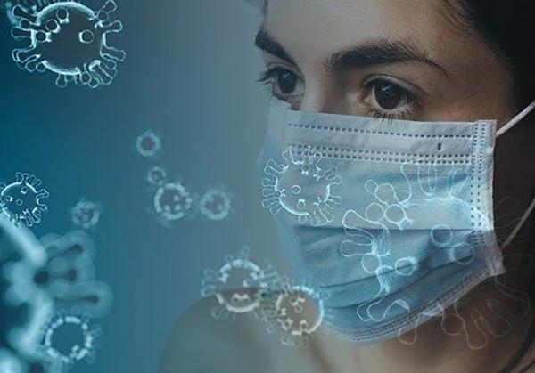 マスクをしてウイルスをガードする女性