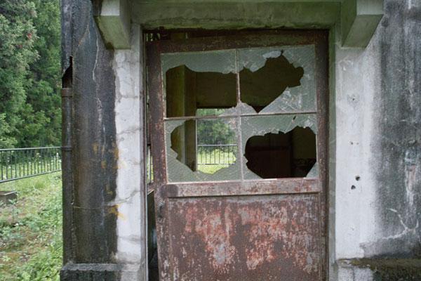 割られて放置した窓