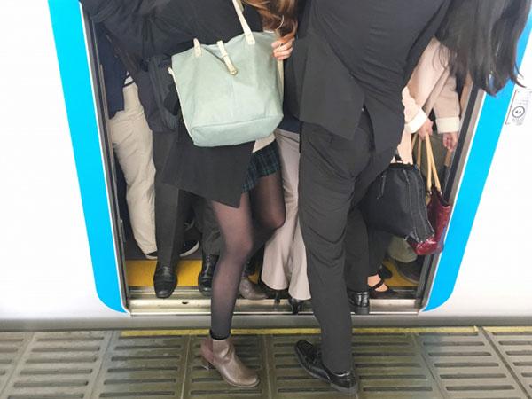 超満員の電車