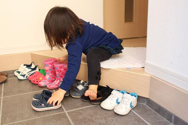 靴を揃える習慣を得た子供
