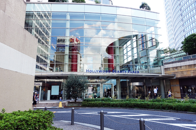 「HOLLYWOOD BEAUTY PLAZA」の入り口