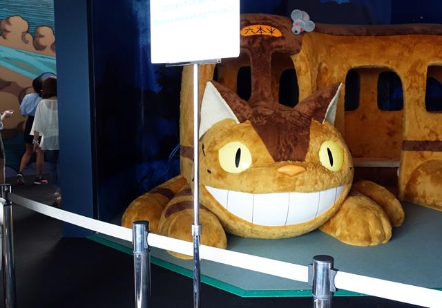 『となりのトトロ』に登場するネコバス。実際に乗ることができる
