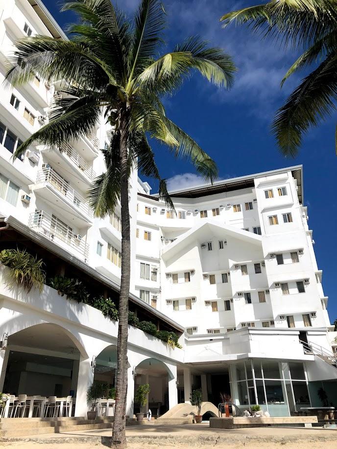 元ホテルを利用した校舎