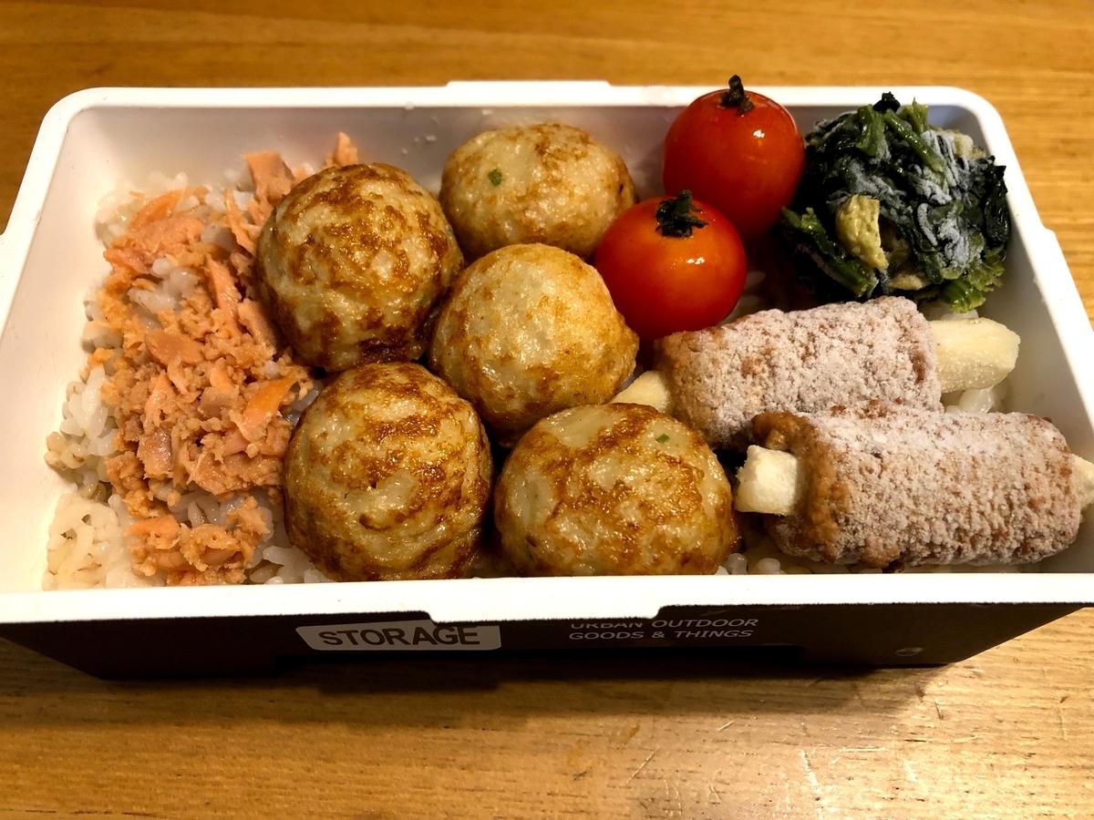 鮭フレーク、たこ焼き、肉巻きポテト弁当