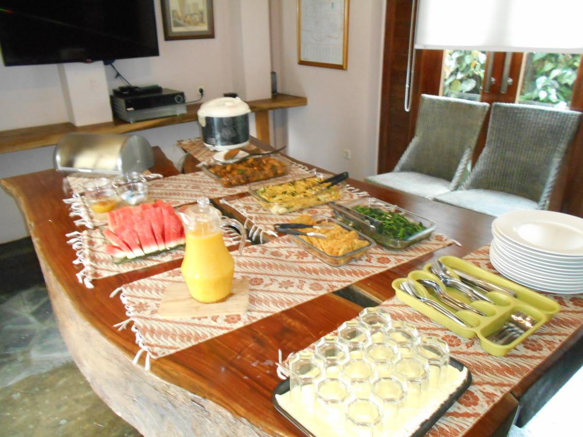 Tegalpanggung Inn バイキング形式の朝食
