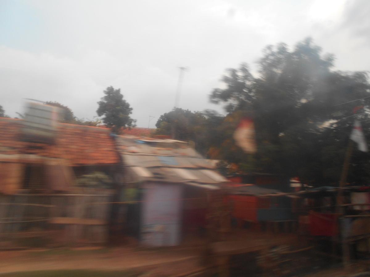 インドネシア 電車 車窓