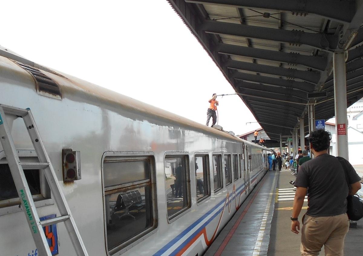 インドネシア 電車 給油