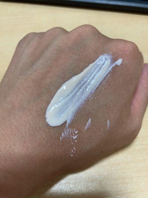 アスタリフト D-UVクリア アクアデイセラム 塗り伸ばし