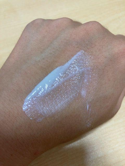 アネッサ パーフェクトUV スキンケアミルク 塗り伸ばし