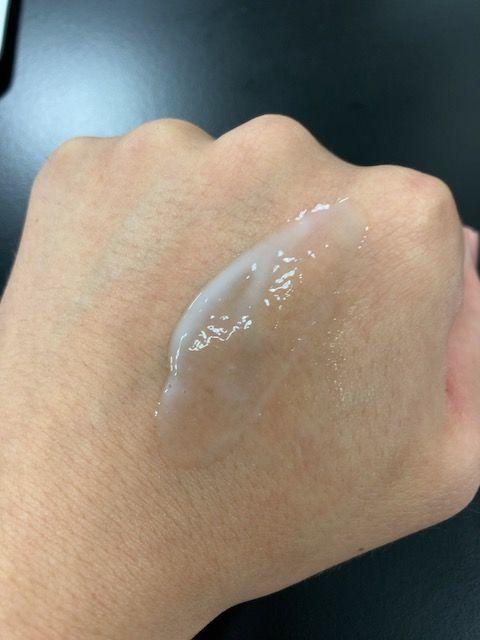 草花木果 薬用美白美容液 塗り伸ばし
