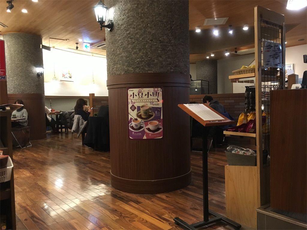 コメダ珈琲「国立北口店」店内の様子