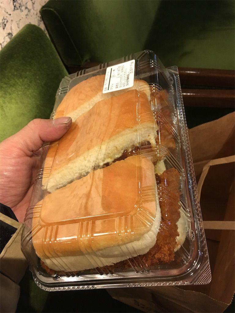 コメダの新商品「カツカリーパン」を飼ってみた