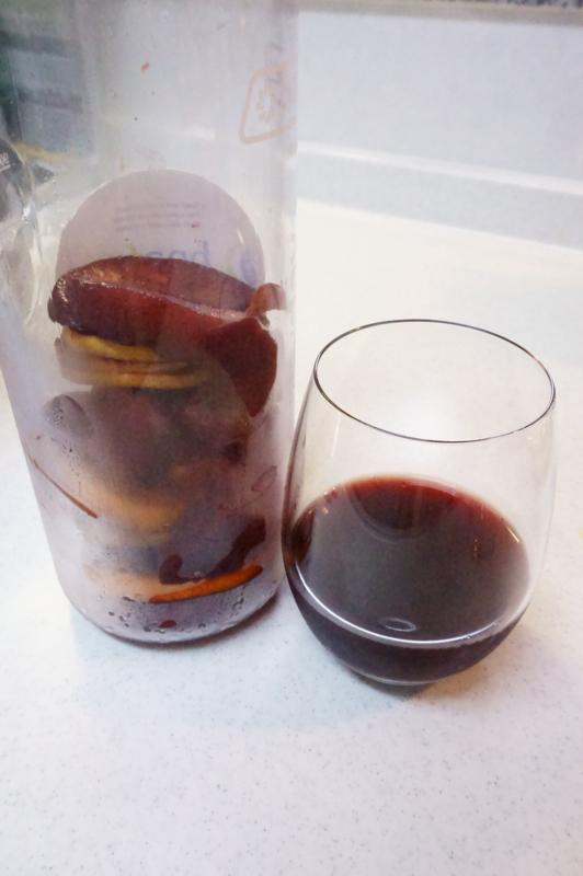 お気に入りのグラスに居れた自家製サングリア