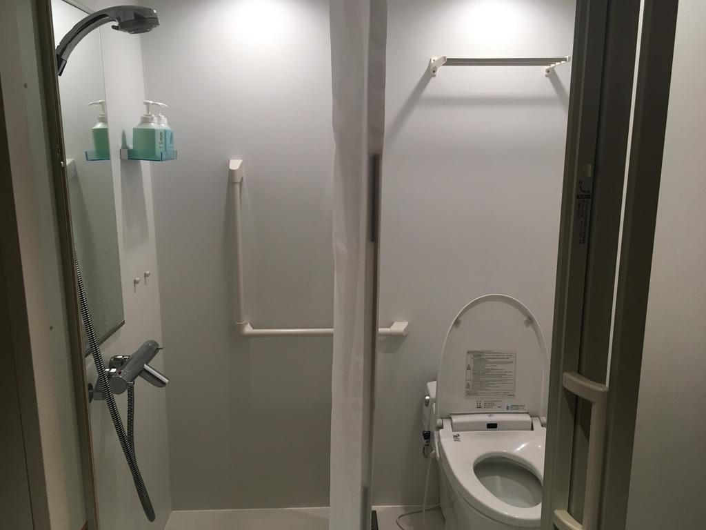 成田空港のリラクゼーションルーム内のバスルーム