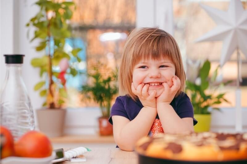 笑顔の子どもの画像