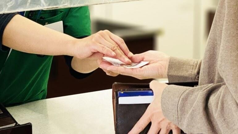 レジ支払の風景