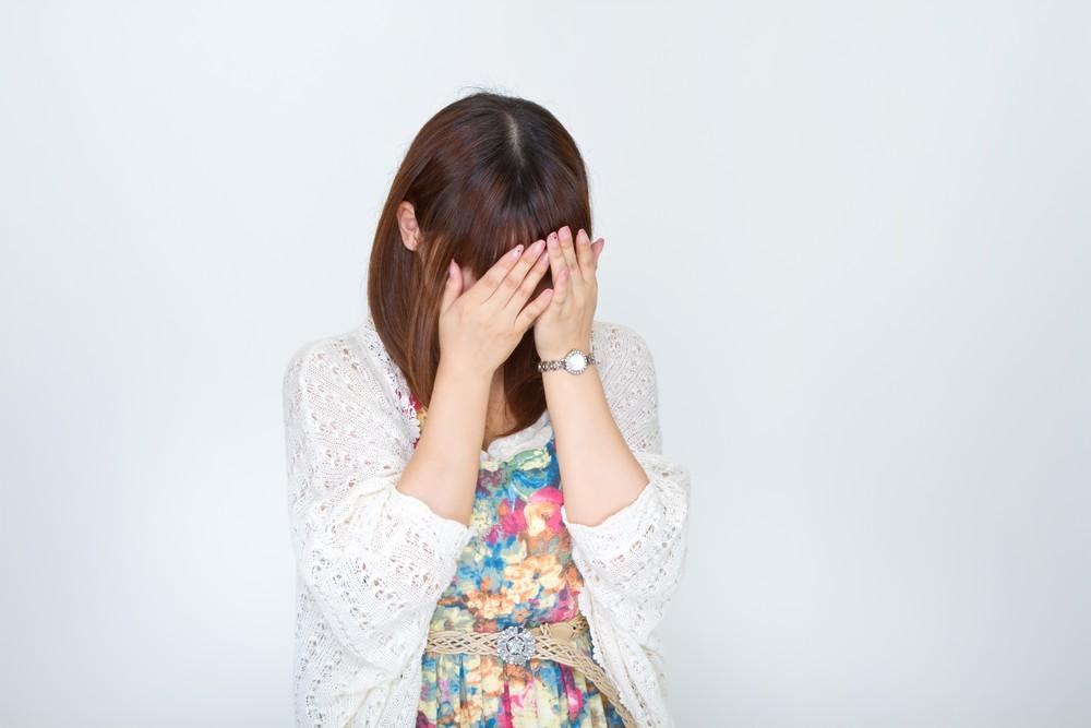 職場の人間関係について 泣く女性 画像
