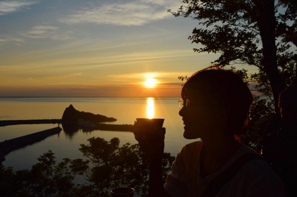 夕日とコーヒー