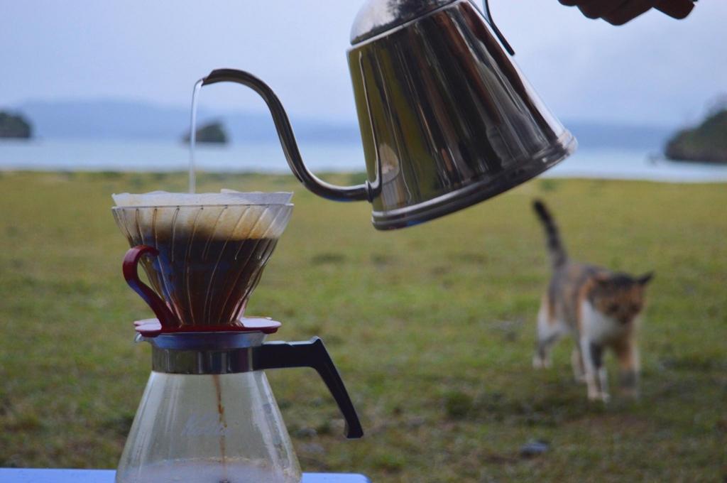 コーヒーととカップ