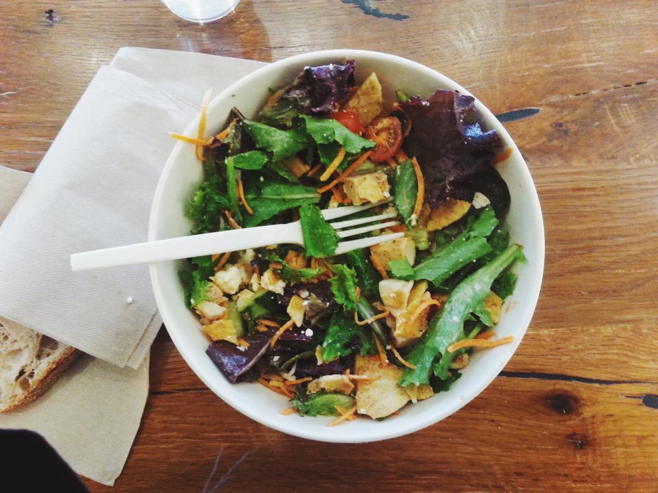 オーガニック野菜たっぷりサラダ