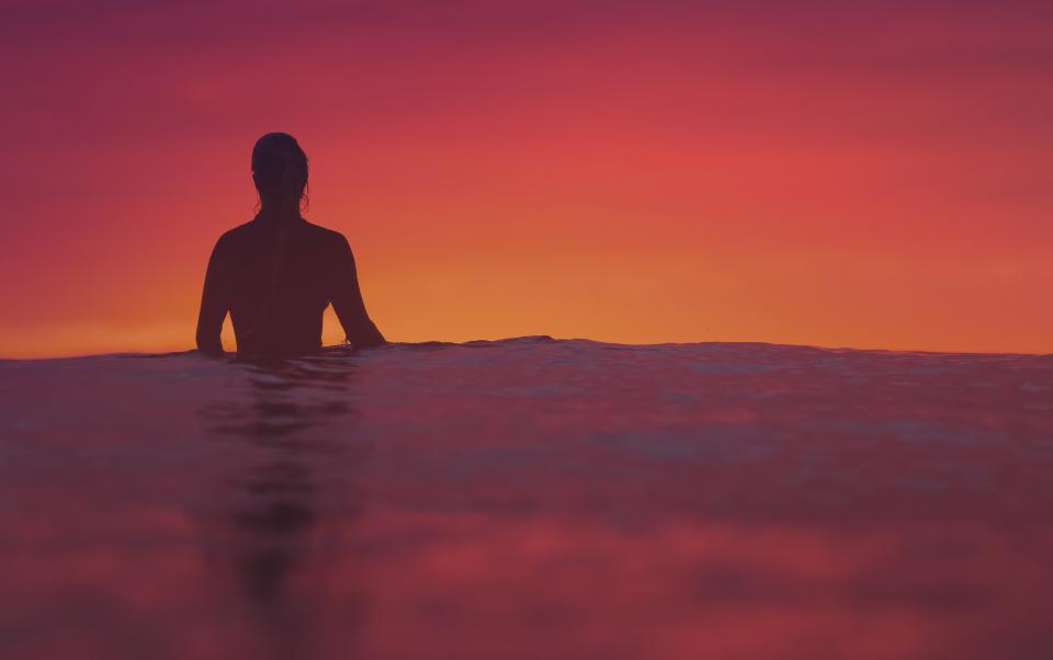 夕焼けサーファー海