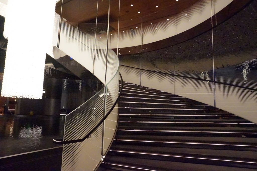 カタール航空ドーハラウンジ 階段