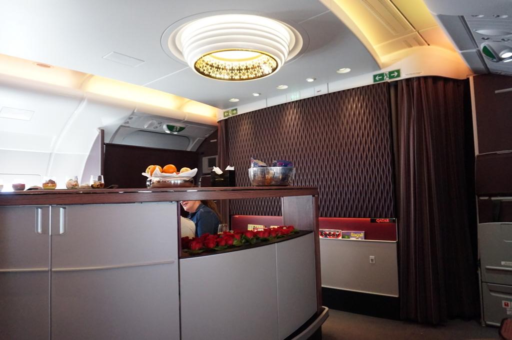 カタール航空 機内バーカウンター