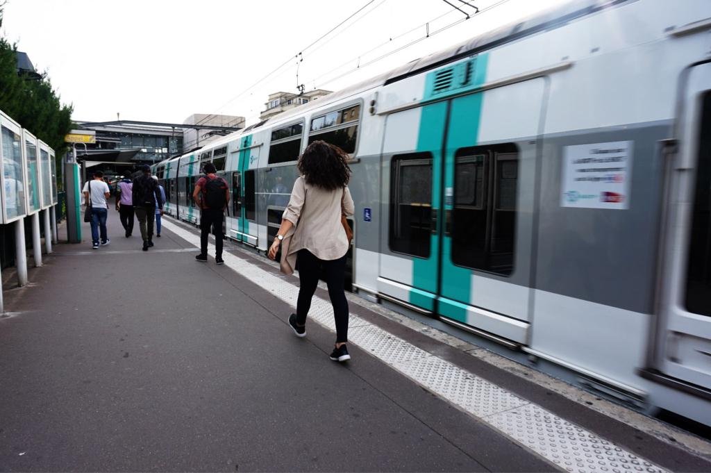 パリ アウトレット 最寄駅 ホーム