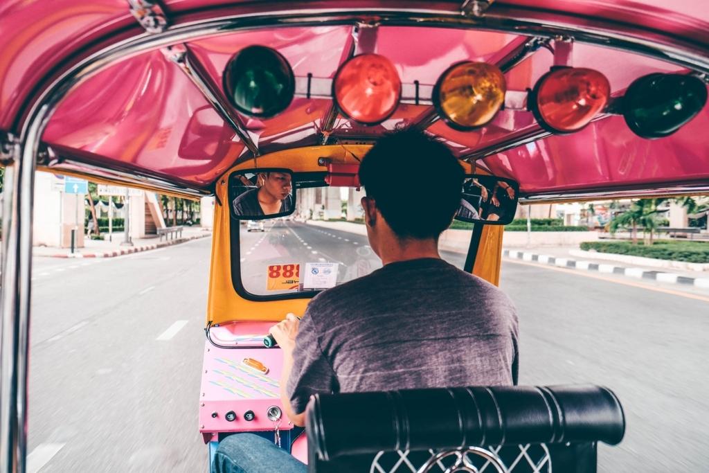 タイのトゥクトゥク乗車方法