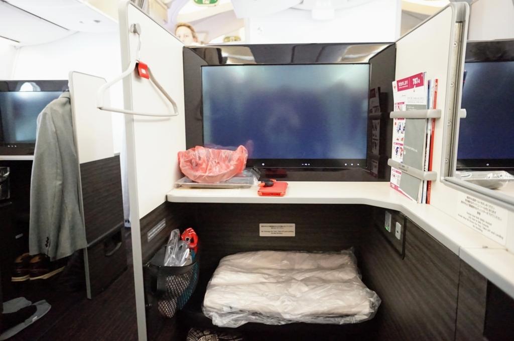 JALスカイスイート ビジネスクラス 機内 フルフラット