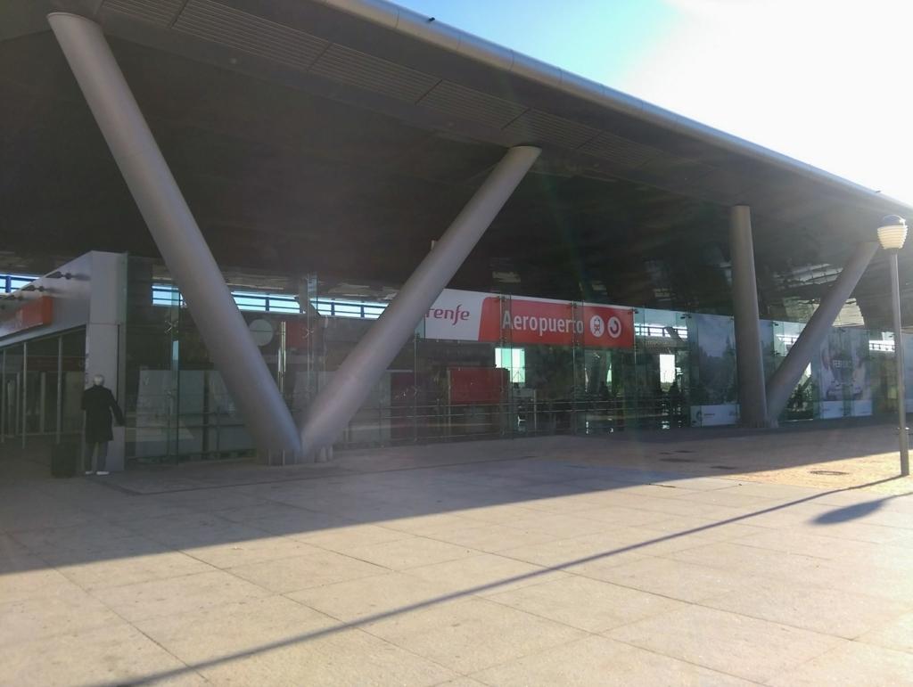 マラガ空港から電車レンフェ