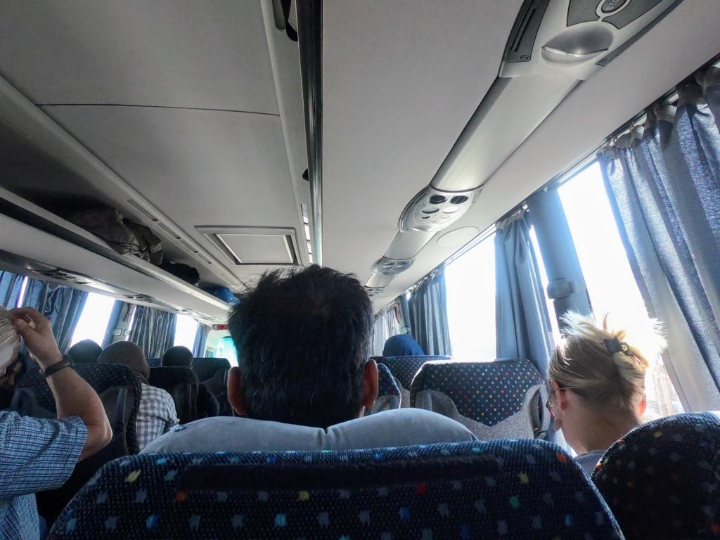 シャウエンからフェズ行きCTMバスの車内